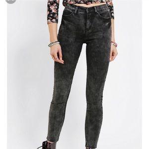 BDG High Rise Twig Black Acid Wash jeans sz 26